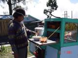 dingin2 di Penanjakan enaknya makan Baso malang