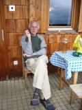 Willem op terras voor Sajathütte
