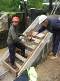 Applying mould oil to the shuttering