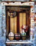 Venetian windowsill secrets