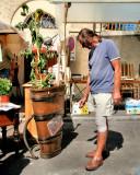 A Flea Market dealer must not be necessarily also a good gardener...