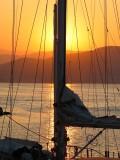 lever de soleil derrière le mât