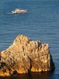 le rocher et le hors bord