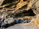 la grotte aux 100 000 bouteilles vides