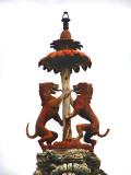 les 2 lions sous le parapluie