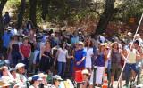 Samite fans dance