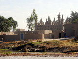 Large mosque in a riverside village along the Niger, Mali