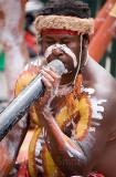 Les: aboriginal didgeridoo player