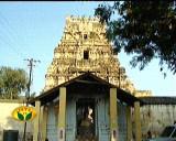 A typical style in ThiruppEAr nagar - dwajasthambham on the steps - kOil aDi.JPG