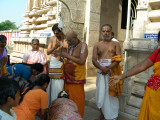 Azhvar_TN_Emperumanarjeeyar_at_Thirukkolur.JPG