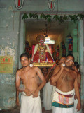 swamy desikan is  waiting for perumal's arrival at srithooppul
