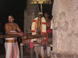 SRi ANDAL waiting for PerumAL-s garland.jpg