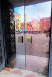 Venezia: The photographer and the door...