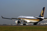 SINGAPORE AIRLINES AIRBUS A330 300 BNE RF IMG_5802.jpg