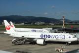 JAPAN AIRLINES BOEING 777S ITM RF IMG_0264.jpg