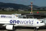 JAPAN AIRLINES BOEING 777S ITM RF IMG_0265.jpg