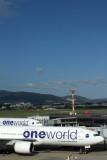 JAPAN AIRLINES BOEING 777S ITM RF IMG_0268.jpg