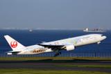 JAPAN AIRLINES BOEING 777 200 HND RF K5A5039.jpg