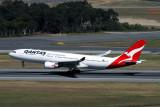 QANTAS AIRBUS A330 200 PER RF IMG_0370.jpg