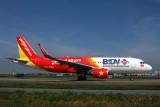 VIETJET AIR AIRBUS A320 SGN RF IMG_0083.jpg