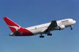 QANTAS BOEING 767 200 SYD RF 416 14.jpg