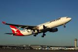 QANTAS AIRBUS A330 200 PER RF.jpg