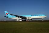 KOREAN AIR AIRBUS A330 300 BNE RF IMG_9836.jpg