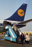 LUFTHANSA BOEING 737 200 MUC RF 200 9.jpg