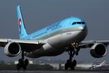 KOREAN AIR AIRBUS A330 300 BNE RF 5K5A2770.jpg