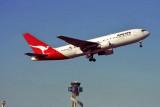 QANTAS BOEING 767 200 SYD RF.jpg