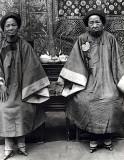 1900 - Women with bound feet