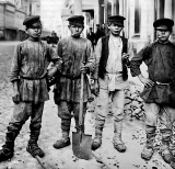 1900's - Boys working on a street in Moscow