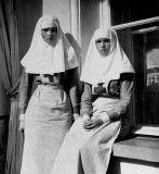 1916 - Olga and Tatiana working as nurses