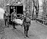 1918 - Stretcher bearers