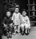1916 - Well dressed children