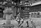 1908 - Temple interior