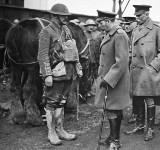 1914 - King George talking to an officer