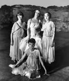 1914 - Pavlova (standing center) with other ballerinas