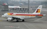 Iberia A-319 taxi to its stand at ZRH