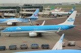 KLM B-737-800 nose into its parking position