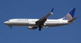 United B-737-800 with scimitar winglets