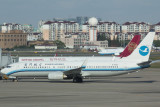Xiamen Airlines B-737-800 in the airline's old livery at SHA, Nov 2016