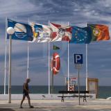 Praia acessível para todos, com boa qualidade de água, info., segurança e serviços; em Faro, Comunidade Europeia, Portugal...