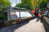 Vrachtwagen crasht tegen Hofpoort