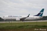 Boeing 737-800 (C-FPLS)