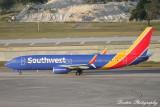 Boeing 737-800 (N8672F)