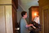 Hermi Rosskogler an der Orgel