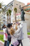 IPS1-2014 - 2035 - Stagiaires et la statue