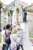 IPS1-2014 - 2036 - Stagiaires et la statue