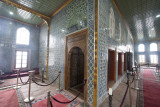 Istanbul Sultans Pavilion at Yeni Camii May 2014 6149.jpg